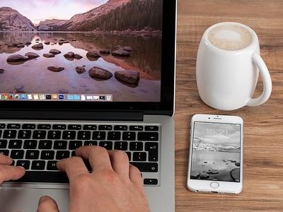 2695eb7bf6500eaea675409d2abfe6ec - Freelancer & Apple devices - free mockup