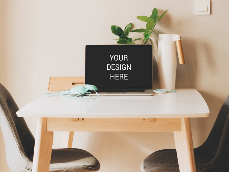 2a4c26c3e6a9defa879a89ce1083aa08 - Freebie : Macbook On Table Mockup