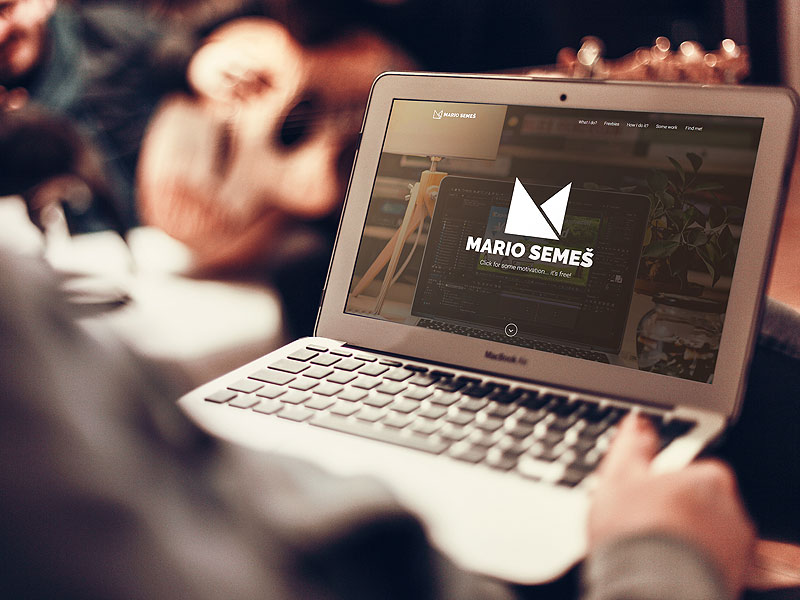 b440c916824fc284494999999b0b6e18 - Website Showcase Mockup - MacBook Air * Freebie
