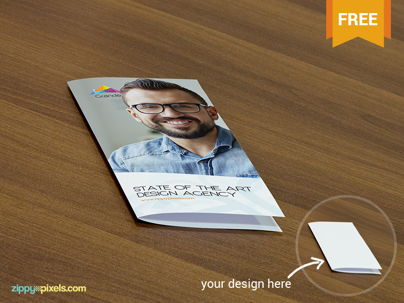 bfcf00666f94be8bee2a2696f97cde93 - Free PSD Mockup of Flyers on wooden surface