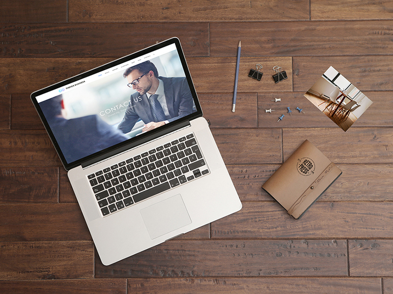 c4c95e064ada6fbf856c27bda805e37e - FREE Macbook Pro Mockup on Wooden Table